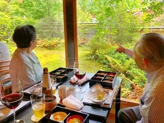 美しい庭を眺めながら京都の料亭でランチコースの写真・画像素材[3936661]
