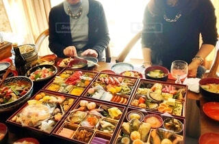 美味しいお節で新年のお祝いの写真・画像素材[4070564]