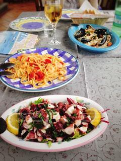 シチリア観光で立ち寄ったレストランのシーフードランチの写真・画像素材[4468117]