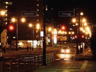 真夜中の道路の写真・画像素材[3520549]