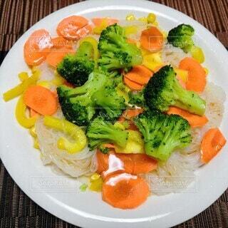 こんにゃく冷麺サラダの写真・画像素材[4661652]