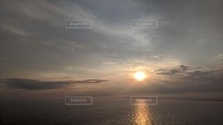 夕暮れの水平線の写真・画像素材[3490611]