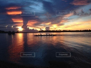 夏の夕焼けの写真・画像素材[3490340]