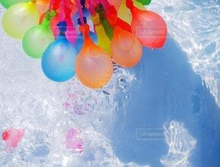カラフルな水風船の写真・画像素材[3552486]