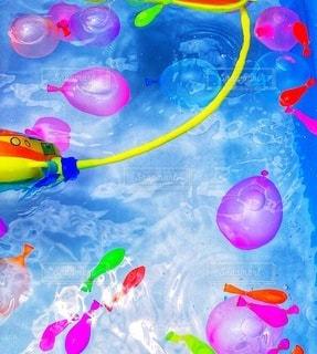 カラフルな水風船の写真・画像素材[3598823]