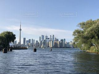 公園から眺める都会の昼間の写真・画像素材[3501436]