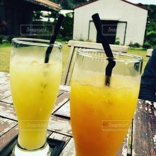飲み物,カフェ,インテリア,ジュース,マンゴー,水,沖縄,氷,オレンジ,ガラス,コップ,食器,トロピカル,パイナップル,イエロー,ドリンク,ライフスタイル,パイン,柑橘類,ソフトド リンク,オレンジ色のソフトド リンク,パッション フルーツ ジュース