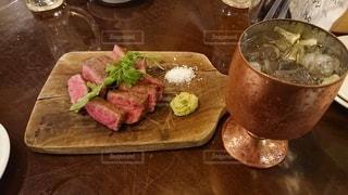 ステーキとお酒の写真・画像素材[3527867]