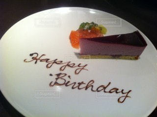 皿の上のケーキの写真・画像素材[3532812]