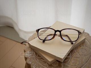 本と眼鏡の写真・画像素材[3648092]