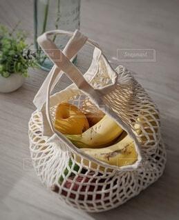 エコバッグに入った野菜と果物の写真・画像素材[3723407]