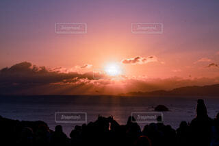 自然,風景,海,空,太陽,朝日,雲,水面,人物,正月,展望台,お正月,日の出,朝陽,新年,初日の出,西日本,一本松展望台