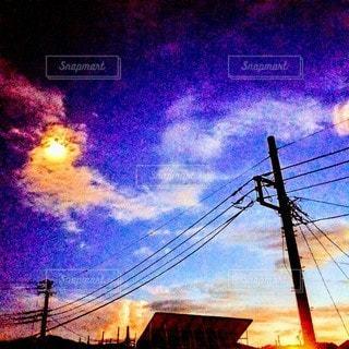 夜にライトアップされた橋の写真・画像素材[3607378]