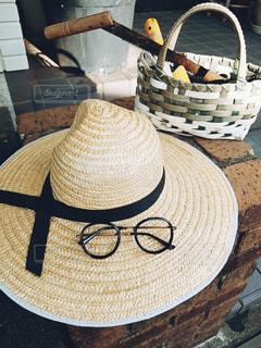 麦わら帽子とメガネ。の写真・画像素材[3641764]
