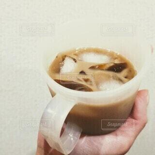 コーヒー,アイスコーヒー,手持ち,人物,カップ,ポートレート,ライフスタイル,手元,飲料