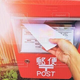 手紙,手持ち,人物,ポスト,ポートレート,ライフスタイル,郵便,手元
