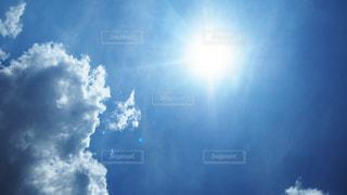 空の青と本当の気持ちの写真・画像素材[3535500]
