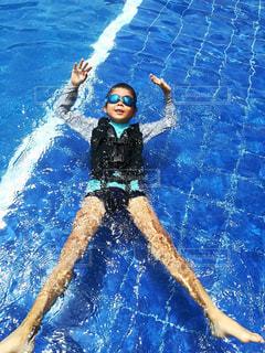 屋外,プール,青,水面,泳ぐ,真夏,ギラギラ