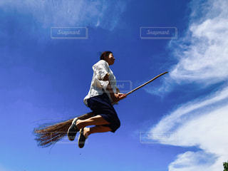 屋外,青空,魔法使い,フィリピン,ポジティブ,空を飛ぶ,空飛ぶホウキ,シキホール