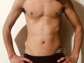 男性,人物,人,立つ,ポーズ,ダイエット,腹筋,体,筋トレ,細マッチョ,上半身裸,下腹
