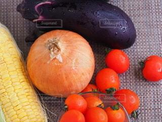 食べ物,風景,屋内,赤,黄色,茶色,果物,トマト,野菜,食品,トウモロコシ,玉ねぎ,食材,茄子,フレッシュ,ベジタブル,自然食品,ベジタリアンフード
