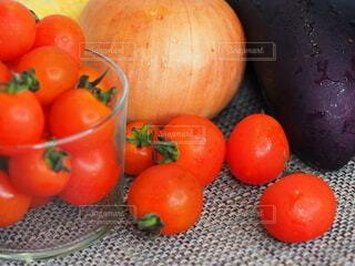 食べ物,風景,屋内,赤,茶色,果物,トマト,野菜,食品,玉ねぎ,食材,茄子,フレッシュ,ベジタブル,自然食品,ベジタリアンフード