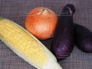 食べ物,風景,屋内,黄色,茶色,果物,野菜,食品,トウモロコシ,玉ねぎ,食材,茄子,フレッシュ,ベジタブル,自然食品,ベジタリアンフード