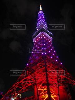 見上げた東京タワーの写真・画像素材[4077138]