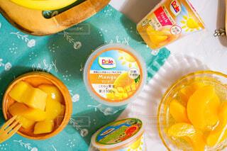 フルーツカップで健康的にの写真・画像素材[4807397]