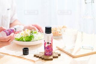 食べ物,屋内,人物,人,食器,ボトル,健康,ベースミネラル,ベースミネラル+Fe