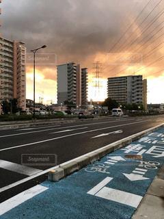 嵐のあとの夕景の写真・画像素材[3574787]