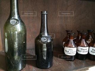 茶色の小瓶の写真・画像素材[3587873]