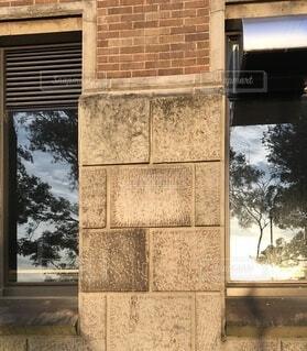 石壁と窓ガラスの写真・画像素材[3627989]