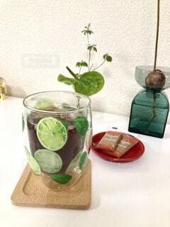 食べ物,屋内,ジュース,花瓶,植木鉢,壁,観葉植物,カクテル,ドリンク,ソフトド リンク