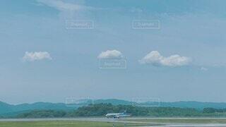 自然,風景,空,屋外,雲,飛行機,山,景色,離陸,滑走路,広島,航空機,飛行場,日中