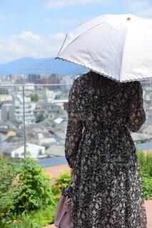 日傘をさす人の写真・画像素材[3685777]