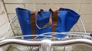 自転車にエコバッグの写真・画像素材[3694960]