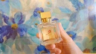 花,ガラス,手持ち,香水,ライフスタイル,手元,香水ボトル