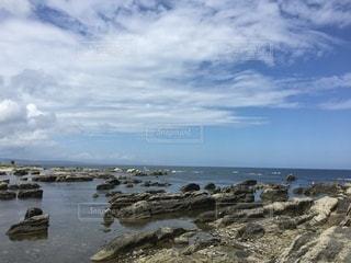 岩場 海の写真・画像素材[3577118]