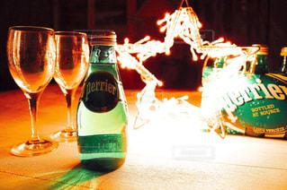 テーブル ワインのグラスの写真・画像素材[902304]