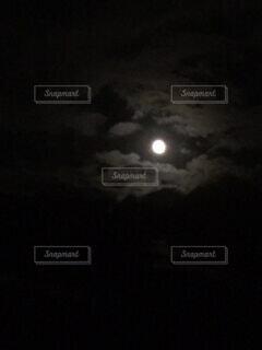 自然,風景,空,夜空,雲,暗い,月,満月,名月