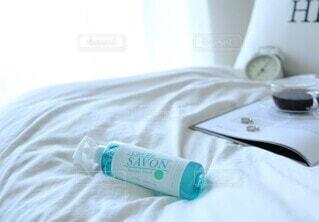 屋内,ボトル,窓際,寝具,ベッド,レールデュサボン,センシュアルタッチ,せっけんの香り,ファブリックスプレー