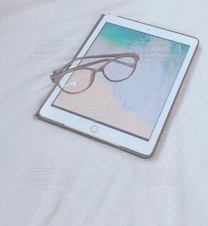 タブレット&眼鏡の写真・画像素材[3656991]