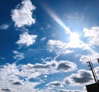 空の雲もくもくの写真・画像素材[3786470]