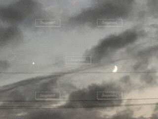 自然,風景,空,夜空,雲,暗い,霧,月,月夜,不思議,くもり,幻想,金星,今宵