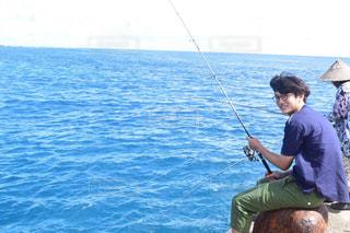 男性,学生,20代,自然,アウトドア,海,夏,釣り