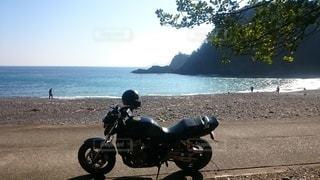 砂浜ビーチとオートバイの写真・画像素材[3611955]
