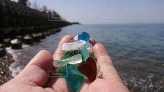 自然,海,空,手,水面,海岸,ガラス,手持ち,手元,シーグラス