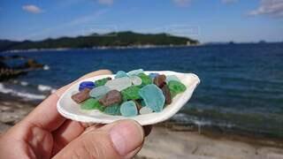 自然,海,屋外,ビーチ,水面,海岸,ガラス,手持ち,人物,手元,シーグラス