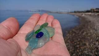 自然,海,空,手,水面,ガラス,手持ち,人物,人,手元,シーグラス
